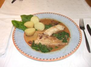 Steinbeißer in Senf-Dill-Spinat-Sauce